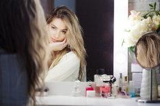 Lustro do makijażu to niezbędny narzędzie przy codziennej, domowej kosmetyce