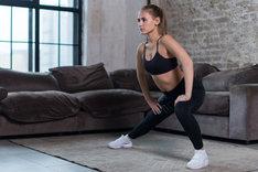 Ćwiczenia na wewnętrzną stronę ud nie są skomplikowane, ale wymagają większego zaangażowania mięśni.