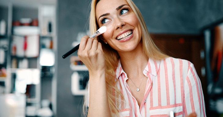 Baza pod makijaż zapewnia doskonałe utrzymanie podkładu na twarzy przez wiele godzin.