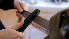 Karbownica do włosów pozwoli na osiągnięcie delikatnych fal modnych w nadchodzącym sezonie.