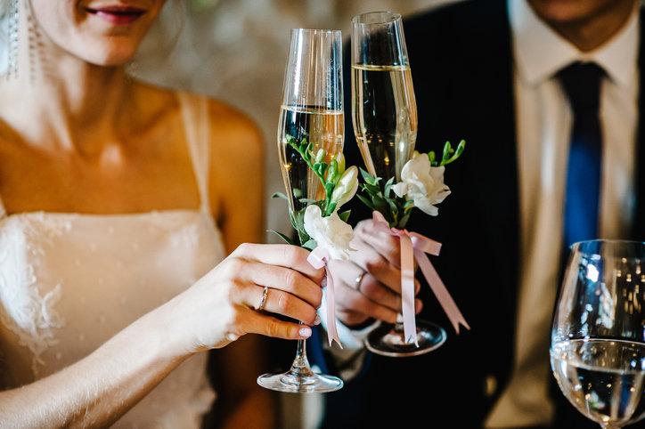 Piękne życzenia na ślub powinny na długo zapaść w pamięci młodej parze.