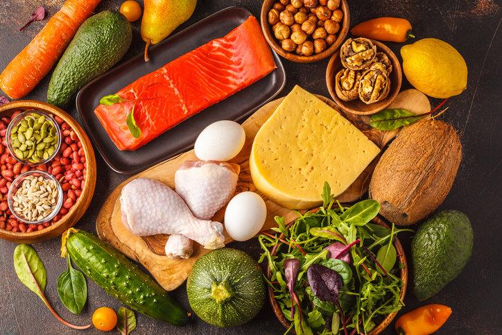 Zdrowe odżywianie to w głównej mierze zbilansowana dieta oparta na piramidzie żywieniowej.