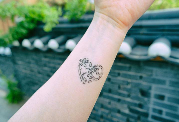 Delikatne Damskie Tatuaże Najpiękniejsze Pomysły Na Wzory