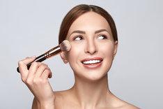 Pędzel do rozświetlacza pomoże przy codziennym makijażu