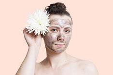 Maseczki na twarz według domowego przepisu są łagodne dla skóry.