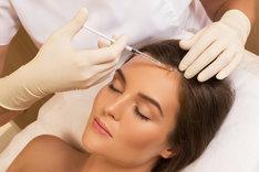 Zagęszczenie włosów może być przeprowadzone na wiele różnych sposobów.