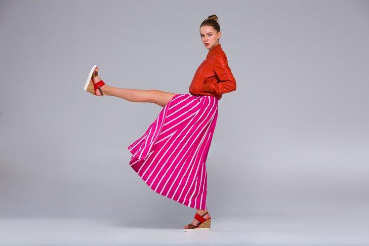 Sandały na koturnie zawsze są modne.