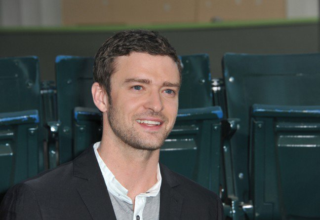 7. Justin TimberlakeWielu utalentowanych artystów ma zespół nadpobudliwości psychoruchowej lub ADHD. Niektórzy twierdzą,że schorzenie pomogło im osiągnąć sukces, inni– że musieli radzić sobie z wyzwaniami tych przypadłości. Justinpowiedział, że ma zaburzenie obsesyjno-kompulsyjne połączone z zespołem nadpobudliwości psychoruchowej – to jestdopiero wyzwanie!