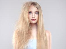 Laminowanie włosów to popularny zabieg fryzjerski, który można przeprowadzić również domową metodą