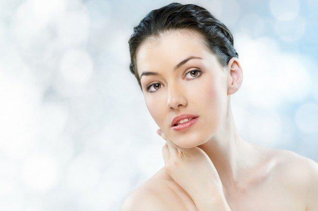 8. Pielęgnacja tłustej ceryTłusta cera ma swoje zalety ale i wady – zwłaszcza jeśli chodzi o nakładanie makijażu. Więc następnym razem kiedybędziesz szykowała się na imprezę, skorzystaj z naszych wskazówek na zmatowienie i upiększenie tłustej cery.