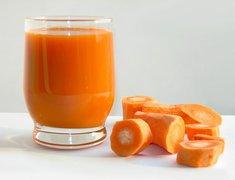 Spożywaj  warzywa i owoce zawierające beta-karoten