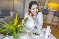 Maseczki do twarzy najlepiej stosować wieczorem, by skóra mogła się do rana zregenerować
