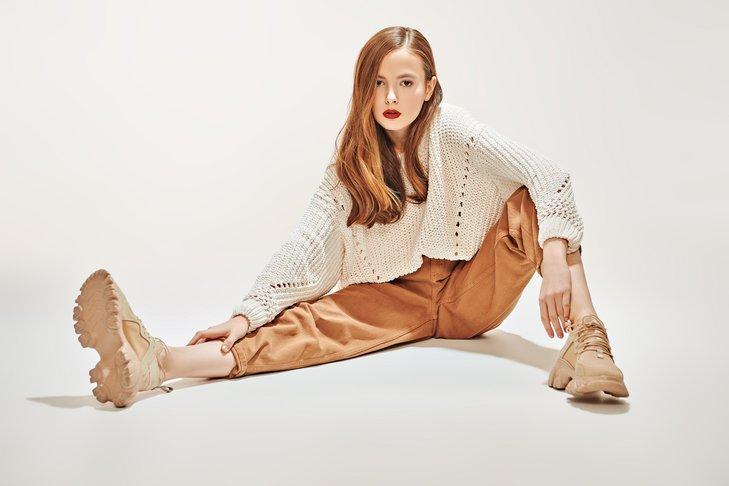Modne buty na wiosnę to różnorodne wzory i modele.