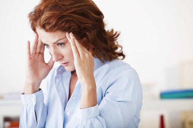 8. Jak rozpoznać migrenę?Czy to zwykły ból głowy, czy migrena? W przeciwieństwie do zwykłego bólu głowy, bóle migrenowepoprzedzone są zazwyczaj wieloma różnymi objawami. To, jakie to będą objawy, zależy indywidualnieod danego człowieka. Sprawdź, jakie symptomy wskazują na to, że cierpisz na migrenę.
