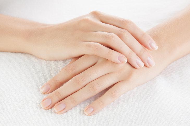 Odżywka do paznokci pozwala uratować zniszczoną płytkę paznokciową