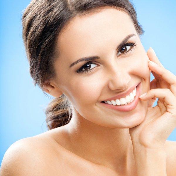 14. Marzysz o pięknym uśmiechu?Przekonaj się, co aparat ortodontyczny, korony, licówki, wybielanie zębów, mosty, implanty, korekta konturu dziąsełlub całkowita przemiana dentystyczna mogą zdziałać.