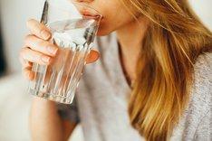 Mity o wodzie. Jaka woda jest nazdrowsza?