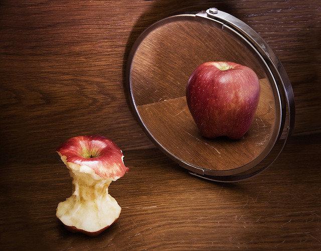 10. Zaburzenia odżywianiaW dzisiejszych czasach presja posiadania nienagannej sylwetki jest tak wielka, że u wielu osób prowadzi ona do zaburzeń odżywiania. Dotyczy to również celebrytów, którzy nieustannie są narażeni na negatywne komentarze dotyczące ich wyglądu ze strony osób trzecich.