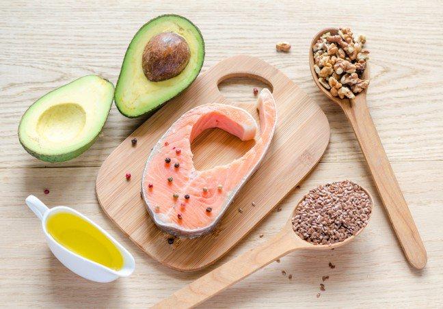 11. Czym są kwasy omega-3?Kwasy tłuszczowe omega-3 – to nienasycone kwasy tłuszczowe, które są niezbędne dla prawidłowegofunkcjonowania organizmu, a zwłaszcza układów krwionośnego oraz nerwowego. Organizm ludzki niejest w stanie sam wytworzyć tych kwasów, dlatego należy dostarczać je z pożywieniem. Sprawdź,które produkty zawierają te cenne dla zdrowia składniki.