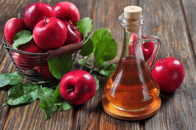 7. Zdrowy ocet jabłkowyOcet jabłkowy to składnik obecny w gospodarstwach domowych od wielu lat. W czasach starożytnych był on z powodzeniem wykorzystywany do leczenia wielu problemów zdrowotnych. Poznaj cenne dla zdrowia właściwości octu jabłkowego.