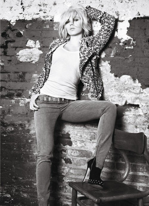 Twarzą kampani Mango jesień - zima 2009 została Scarlett Johansson