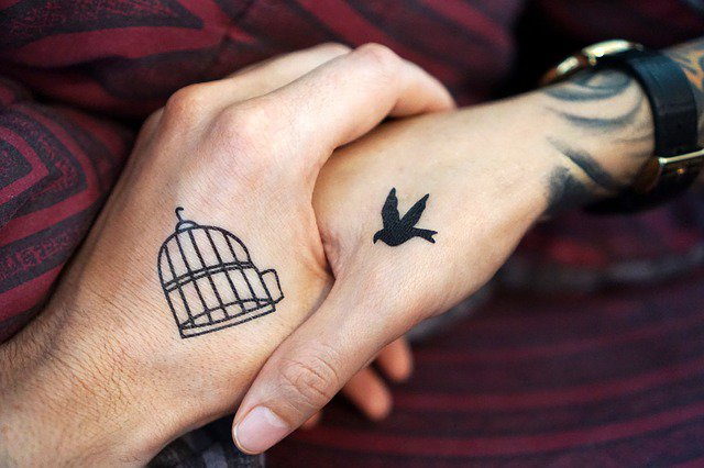 Tatuaże Damskie Biomechanika Anioły I Delikatne Kwiaty