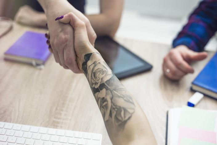 Tatuaże Na Przedramię Dla Dziewczyn Inspirujące Wzory