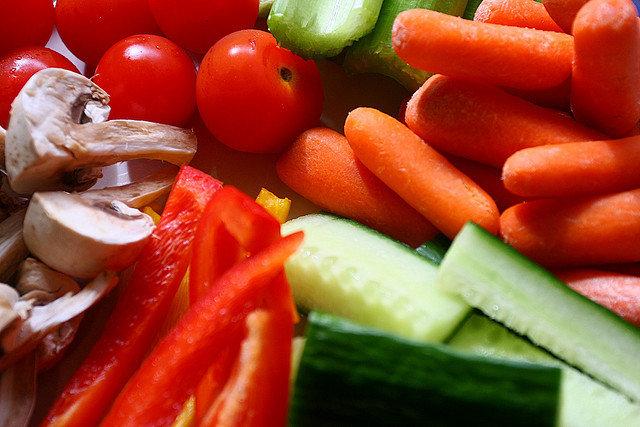 10. Co zrobić, aby zacząć zdrowo się odżywiać?Zdrowe odżywianie jest modne i promowane przez wiele gwiazd światowego formatu. Co zrobić, abyrozpocząć przygodę ze zdrowym odżywianiem? Oto rady dla ciebie!