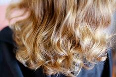 Stosowanie wcierek do włosów pozwala radzić sobie z problematyczną skórą głowy