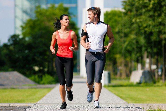 8. Nie biegasz? ZacznijJeżeli nie biegasz regularnie, koniecznie zacznij. Bieganie zapewnia korzyści zdrowotne całemu ciału. Jednakże jeśli tocię nie przekonuje, przeczytaj 7 zalet z biegania dla zdrowia i urody.