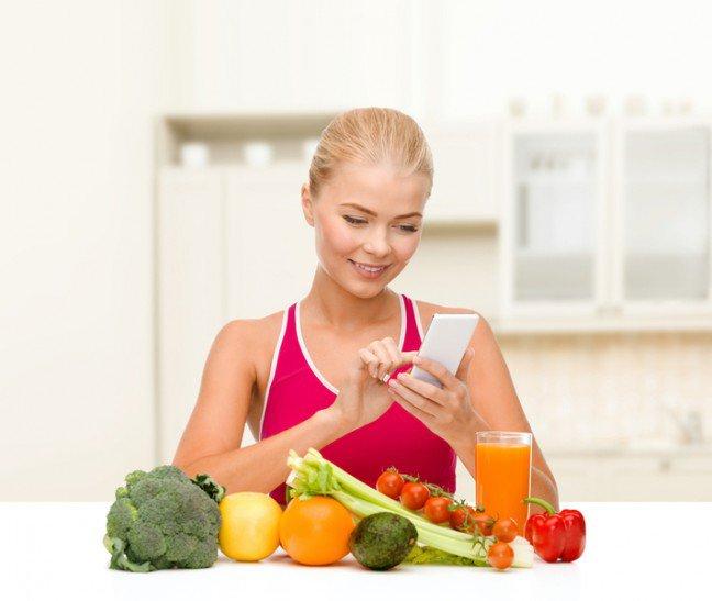 10. Liczyć czy nie?Codzienne liczenie kalorii może być bardzo pracochłonne i uciążliwe. Poza tym, wbrewpozorom kontrola zawartości kalorycznej każdego posiłku wcale nie jest taka dobra.Zastanawiasz się, dlaczego?