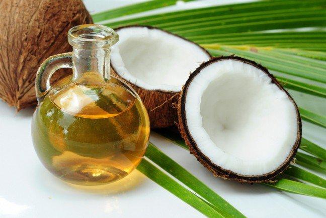 10. Olej kokosowy korzystny dla zdrowia?Olej kokosowy stanowi niezwykle cenną dla organizmu człowieka kombinację zdrowychkwasów tłuszczowych. Może on być wykorzystany do przygotowywania wielu potraw,którym nadaje unikalny smak.